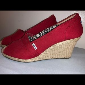 Women's TOMS Red Canvas Wedge Espadrilles Size 11